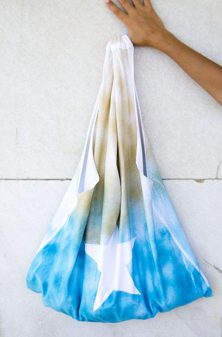 Bolsa de playa hecha con una camiseta