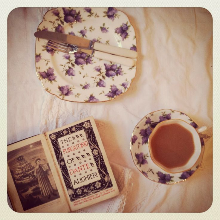 little bit of vintage book and china session love going on here:)