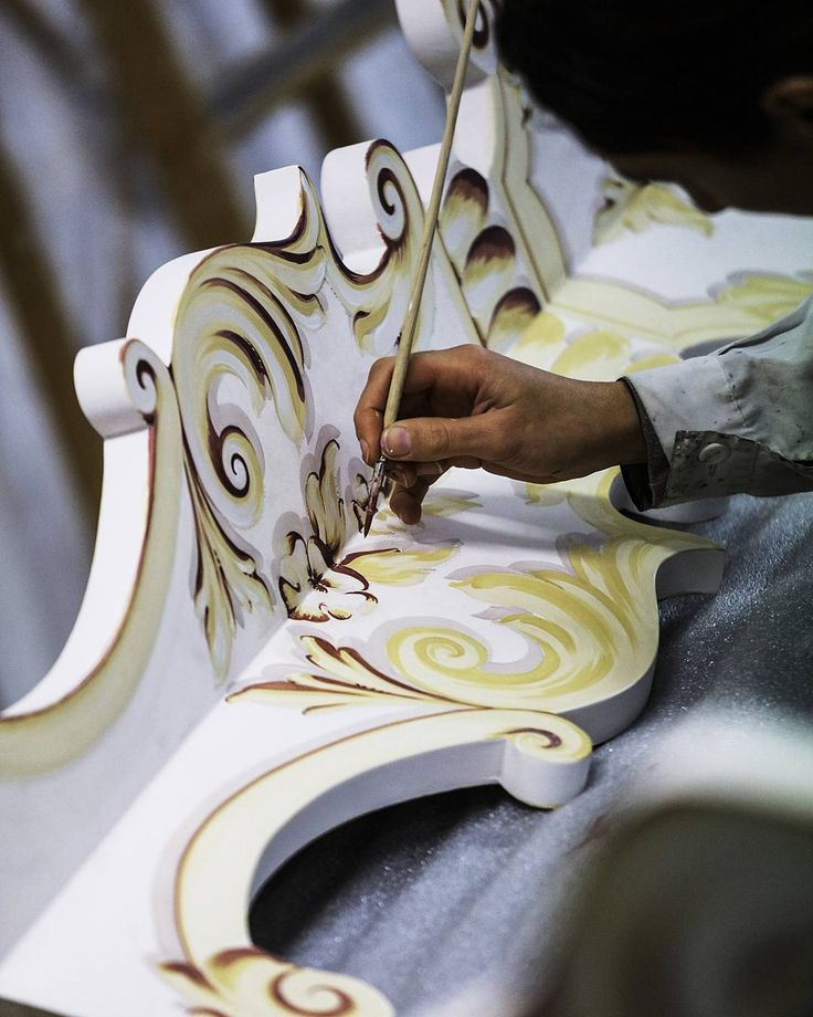 Inspired by the authentic Venetian techniques. All Porte Italia Interiors creations are entirely hand painted by our own Italian artists. Always realising unique furniture masterpieces. Write us at info@porteitalia.com to receive our complete catalogue! And stay tuned, soon beautiful news! . . . #Italianfurniture #paintedfurniture #handmade #handpainted #luxuryhome #luxuryfurniture #luxuryhotels #art #bespokefurniture #veranda #ad #isaloni #interiordesign #homedecor #bedroomfurniture