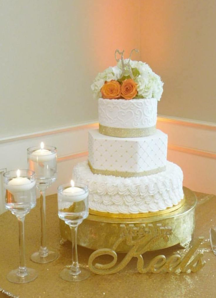Buttercream Rosettes And Harlequin Wedding Cake With Gold Accents,  VintageBakery.com 803 386