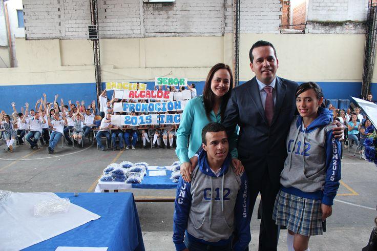 Entrega de chaquetas Prom 2015 a los alumnos de la I.E. Juan N Cadavid
