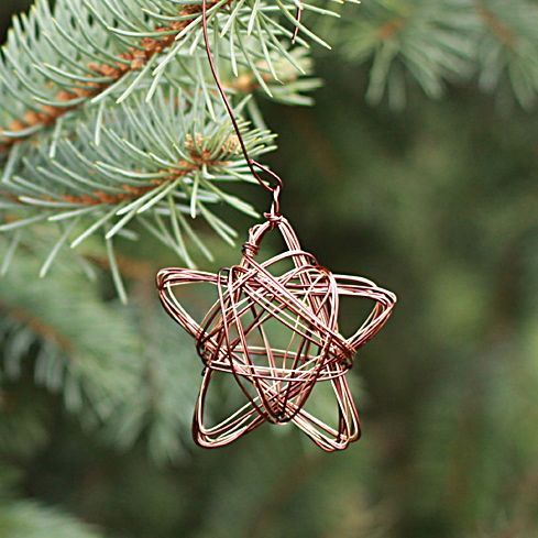 wire star ornament from www.alyssaandcarla.com