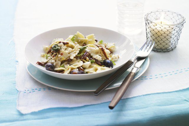pasta-salad-tomatoes-feta-118827 Image 1