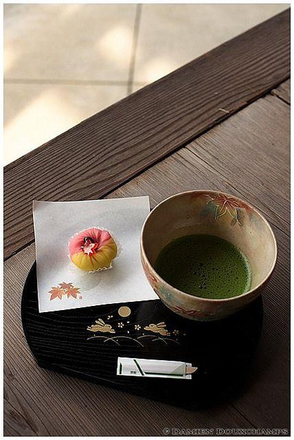 Japanese Matcha tea 抹茶 and Japanese Sweet 和菓子
