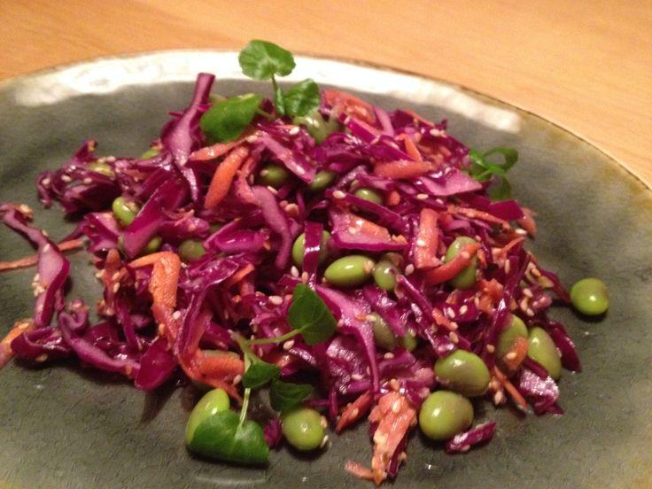 Rødkålsalat med edamamebønner