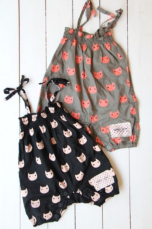 CAT総柄シャーリングロンパース - 100% picnic.