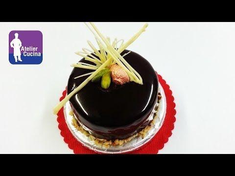 Video ricetta su come preparare e utilizzare la glassa a specchio al cioccolato INGREDIENTI (per 2 torte diametro 16cm circa) 110g acqua 190g zucchero semola...