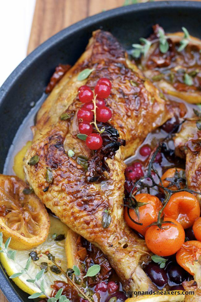 POLLO A LA MEDITERRANEA CON GROSELLAS (Braised Mediterranean Chicken with Red Currants) #RecetasDePollo