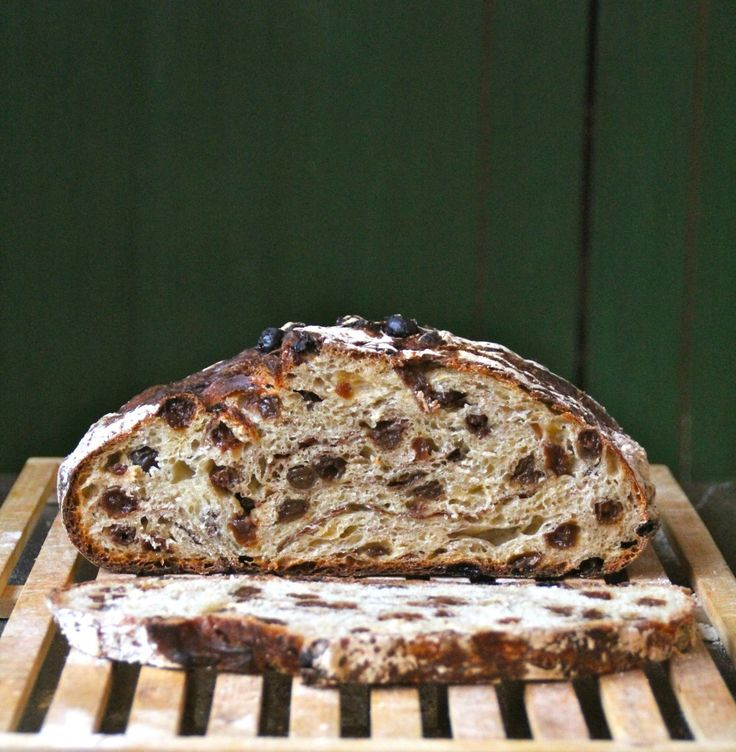 Cinnamon Raisin No Knead Bread