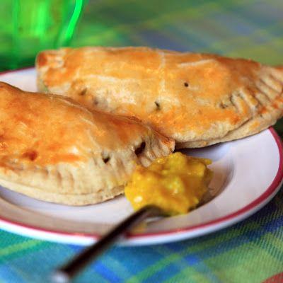 Surinaamse pasteitjes - Kijk voor het recept op liefdevoorlekkers.