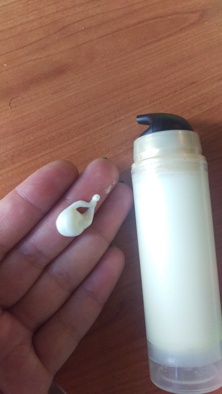 Crema viso all'avocado e cocco con effetto riparatore della pelle contro i segni del tempo. Arricchita con olio di cocco e di rosa ottimi antietá