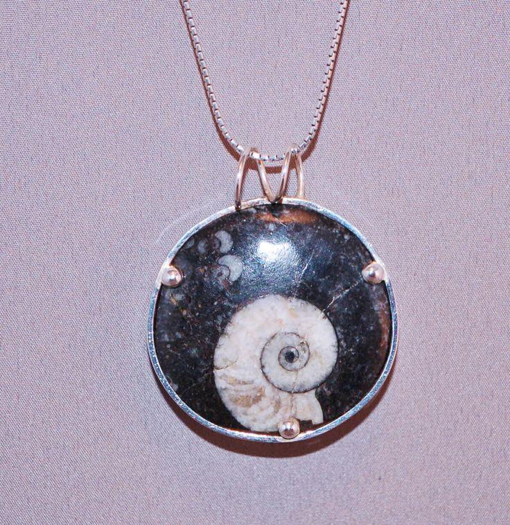 zwarte fossiel gezet in zilver