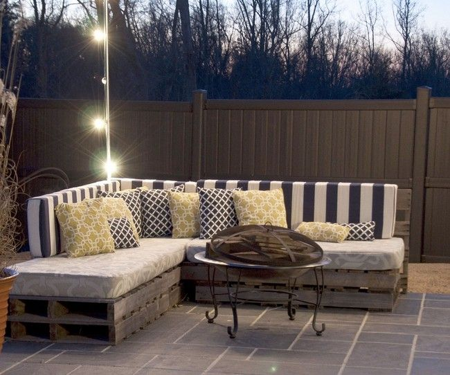 Medium sized throw pillows - DIY: Making Your Own Pallet Patio Furniture