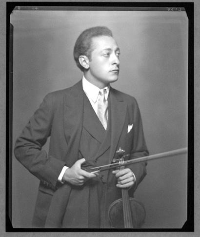 Jascha Heifetz: http://www.violinist.com/blog/laurie/20114/12248/