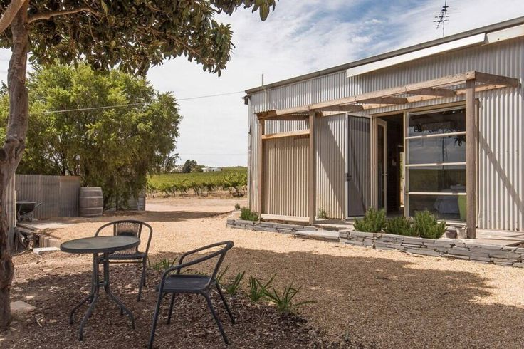 """""""Bed in a Shed """" Vineyard Stay. - Bed & Breakfasts for Rent in Leasingham"""