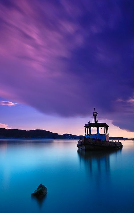 .: Water, Colors Combos, Beautiful Colors, Fish Boats, Blue, Wonder Places, Sea, Photography, Purple Sky