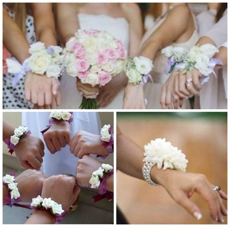 Quando si organizza un #matrimonio sono moltissimi i dettagli a cui bisogna prestare attenzione. Le #damigelle, devono essere perfette per accompagnare la sposa all'altare in questo grande giorno.Un #accessorio originale, divertente e scenografico, potrebbero essere i fiori da polso. Semplicissimi bracciali con applicati dei fiori freschi, magari tenuti insieme da un nastro colorato, oppure da un elegante bracciale di perle, sono l´accessorio perfetto! Un´idea potrebbe essere quella di…
