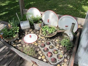 Cool Ways Of How To Decorate The Garden With Kitchen Items