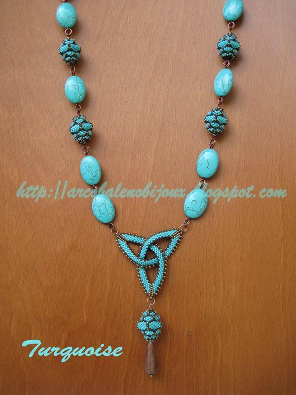 A doro il turchese abbinato al bronzo e così è nata questa collana, composta da pietre in pasta di turchese intervallate con Pitaya di Mar...