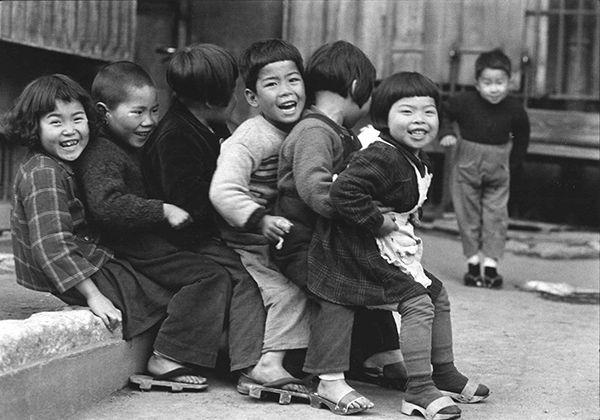 写真家が捉えた昭和のこども | 過去の展覧会 | 八王子市夢美術館