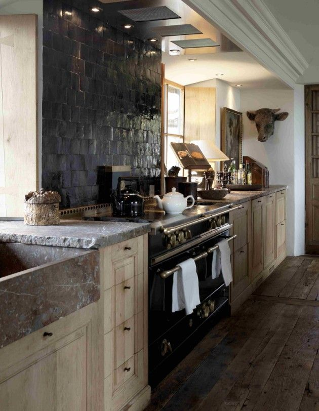 Kitchen with black zelliges, oak wood cabinets Rouge Belge Belgium marmer stone work tablet