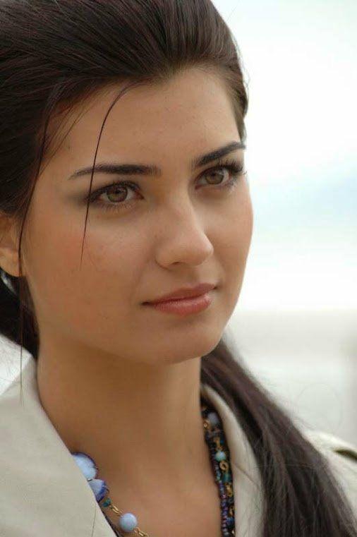 Tuba Buyukustun - actrite Turkey