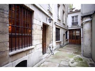 2 bedrooms, 4 beds, ile de la cite, mabe $1800?; A bright and spacious apartment on the Île de la Cité just a stone's throw from Notre Dame Cathedral - Image 15 - Paris - rentals