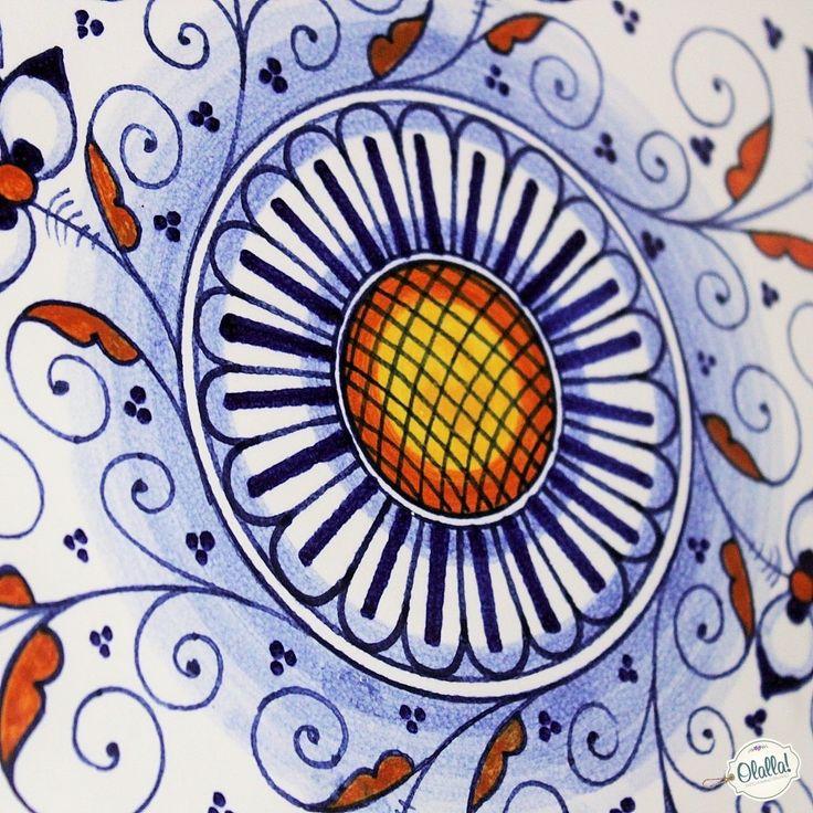 Splendida alzatina per torta in in ceramica dipinta a mano con tipici ricami e decori della tradizione faentina blu e arancio.Uno splendido regalo per la mamma o per una donna che ama una tavola adornata da oggetti unici, di splendida fattura nel segno della grande tradizione ceramica italiana.