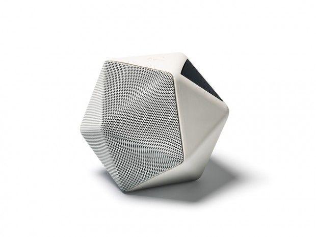Boom Boom, le premier speaker enregistreur en 3D. Après son lancement à Milan en avril dernier, Boom Boom, l'enceinte sans fil évolutive, imaginée par Binauric, dessinée par Mathieu Lehanneur, semble révolutionner le monde du speaker nomade avec une nouvelle appli permettant d'enregistrer le son en 3 dimensions.