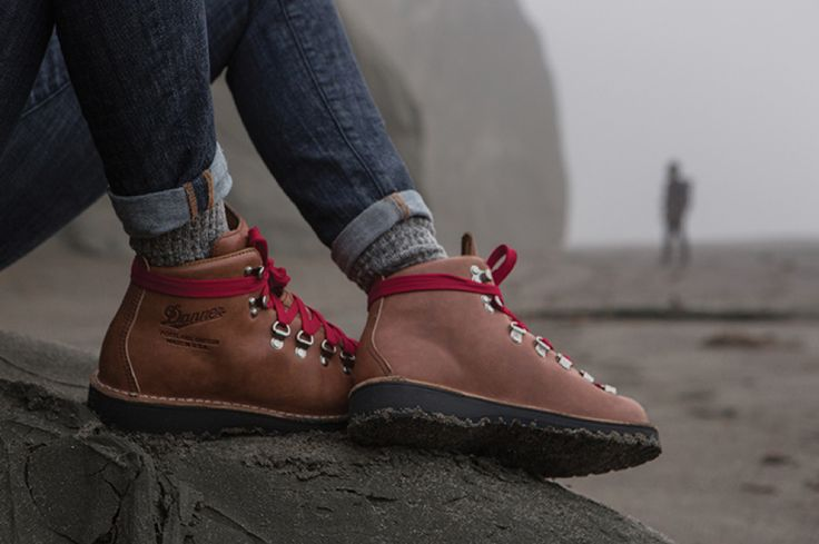 Design and Style: Danner made these Mountain Cascade Lights for the new Reese Witherspoon movie, Wild, and they're on sale now. Women's only. http://www.adventure-journal.com/2014/11/design-and-style-womens-danner-mountain-light-cascade-boots/