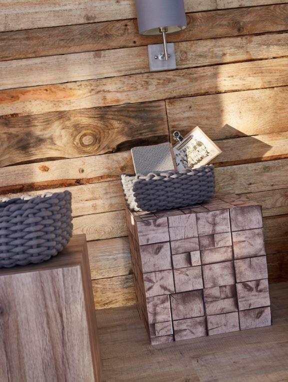 Effet Trompe L Oeil Reussi Pour Ces Deux Chevets De Simples Cubes En Contreplaque Ont Ete Revetus De Papie Papier Peint Vinyle Papier Peint Deco Papier Peint