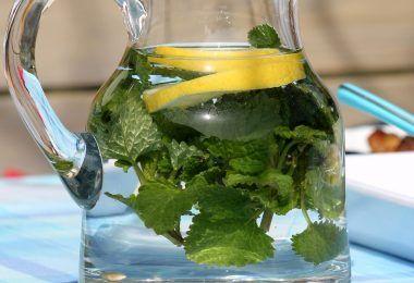 Chcete mít ploché bříško za pouhé 4 dny? Tak se řiďte následujícími kroky a brzo si budete užívat vysněné postavy. Jdeme na to. Co potřebujete na hubnoucí vodu Voda na hubnutí je složena jen zněkolika surovin, které jsou běžné kdostání. Kromě toho, že vám pomůže voda zhubnout, dodá vašemu tělu všechny potřebné minerály a vitamíny. …