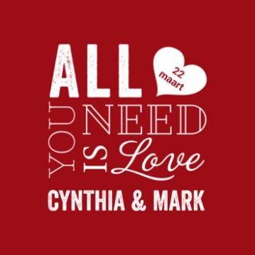 Hippe typografische trouwkaart met rode achtergrond en in wit de tekst 'Alle you need is love'. Daaronder jullie namen en de datum in een hart. Achtergrondkleur kun je aanpassen in de kleur van jullie bruiloft.