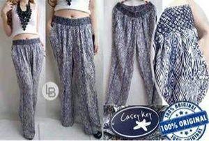 Celana Hamil Casey Key Batik Pant www.tokopedia.com/mamanya-zati/celana-hamil-casey-key-batik-pant Rp 99.100,-