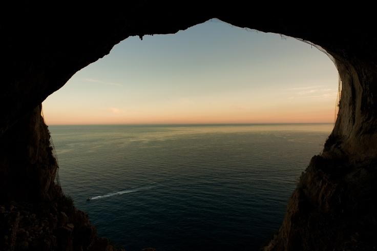 la grotta sul mare