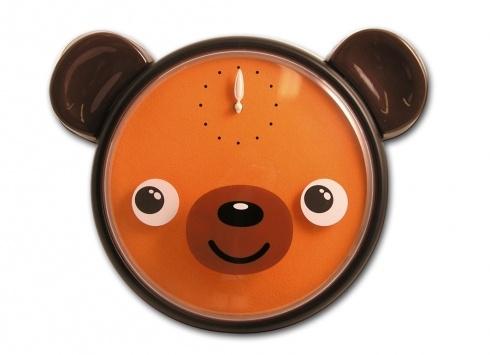 OROLOGIO MURO ORSO OCCHI IN MOVIMENTO. Orologio da parete in plastica con faccia da orso con quadro di colore arancione e occhi che si muovono allo scatto di ogni minuto, funziona con pile non incluse