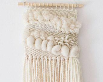 Colgante tejido blanco | Textil tejido | Arte de la pared de tejido de cuarto de niños | Tapiz de pared colgante | Decoración de la pared de boho | Tejido de tapicería de pared