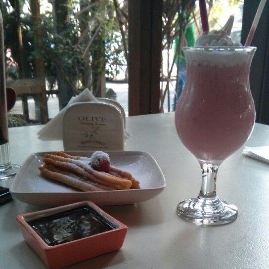 Churoa and lychee berry smoothies