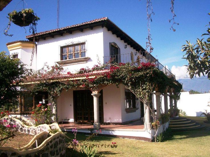 Preciosa casa con amplio jard n una casa antigua con for Casa jardin guatemala