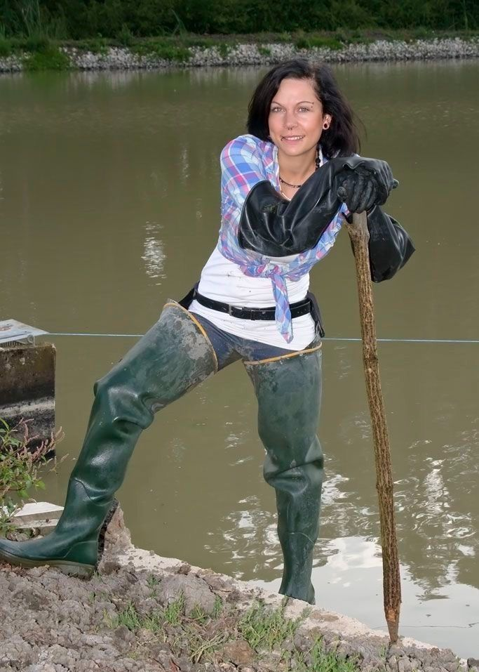 sexy-girls-in-waders-nude-beach-adult-hairy