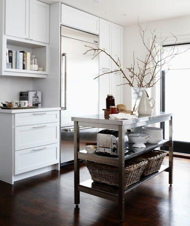 Suzie: Cameron MacNeil Designer - Modern kitchen design with snow white shaker kitchen cabinets ...
