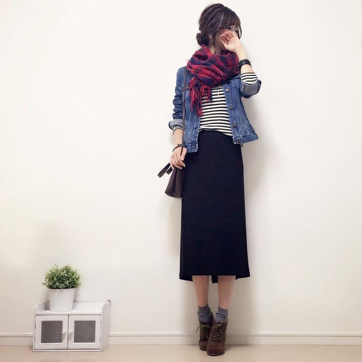 #今日のコーデ です☺︎♪ ボーダートップスに赤のチェックストールをヽ(∀)ノ💕ボリューム感たっぷりにぐるっと巻くのが好き♪ ボトルスはタイトロングスカートでスッキリめにしました☺︎! tops#index denimjacket#zara (春物) skirt#UNIQLO #handmadeaccessory#fashion#outfit#code#accessory#kurashiru#ponte_fashion#ユニジョ#ザラジョ#ハンドメイドアクセサリー#プチプラ#プチプラコーデ#シンプル#シンプルコーデ#コーデ#コーディネート#kaumo#ジーユー#gumania#locari#beaustagrammer#mineby3mootd#ootd_kob#大人カジュアル#スナップミー