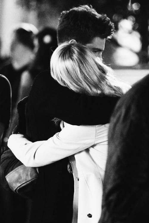 Andrew Garfield and Emma Stone On The Set Of THE AMAZING SPIDER-MAN 2