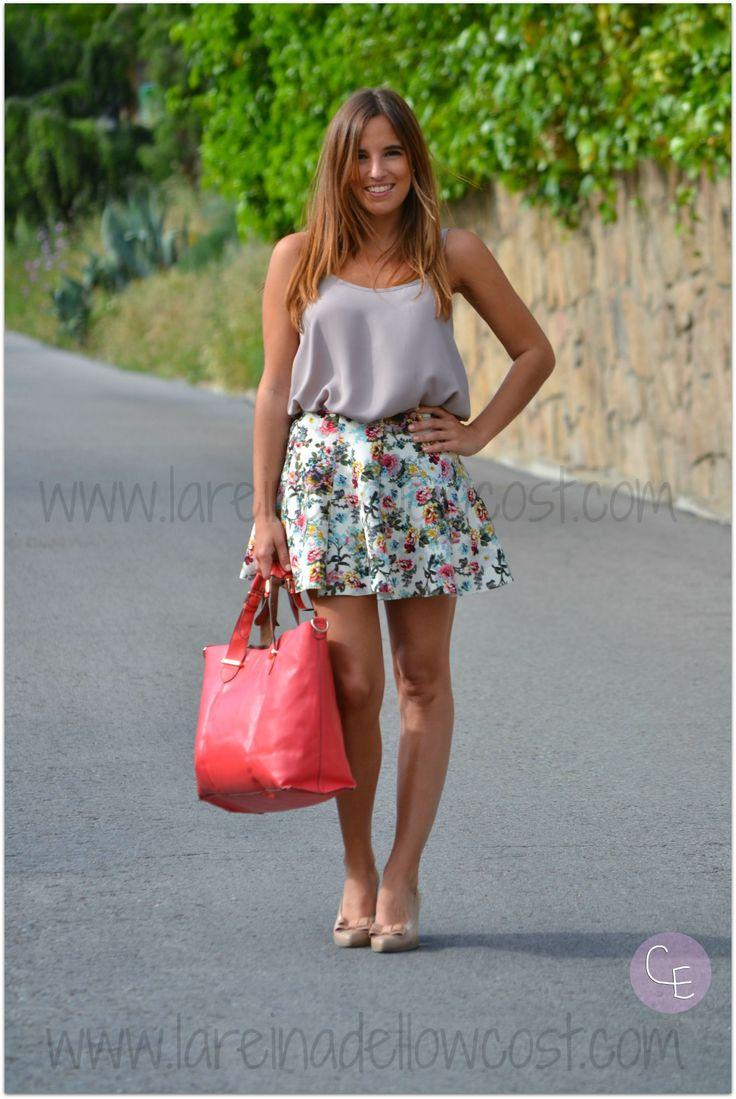 Fashion Blogger Street Style floral print skirt qué guapa shop online hispanitas shoes accessorize bag primark neopreno
