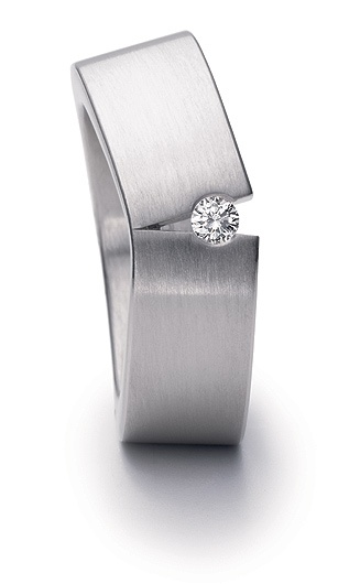 Yet another simple, but amazingly unique men's ring.