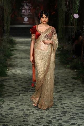 Tarun Tahiliani  velvet blouse sari