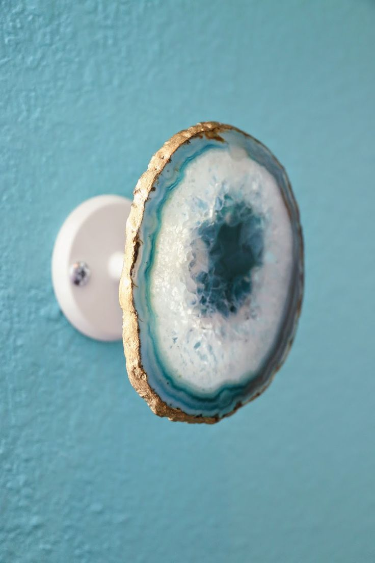 A Kailo Chic Life: DIY Gold Rimmed Agate Curtain Tie Backs