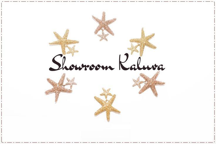 El Hostal y Suites Plaza Santa Cruz se encuentra albergando durante los días 27, 28 y 29 el 'Showroom Kaluva' como adelanto exclusivo de la primera colección de la firma sevillana de joyería y piel. Aunque la marca se presentará, de manera oficial, a principios del próximo año, Kaluva ha querido llevar a cabo este evento para dar a conocer las tendencias de la nueva temporada. ¡Kaluva te espera hoy hasta las 21:00 horas!
