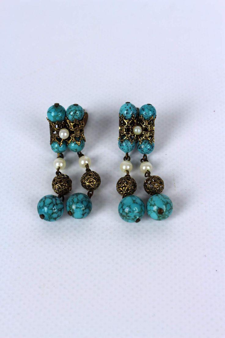 """Vintage Klipp Hänge Ohrringe """"Auguste""""   ✰ Vintage Online Shop Oma Klara ✰   Ein paar stylvolle, blaue Vintage Klippohringe mit schönen Perlen aus den 60ern"""