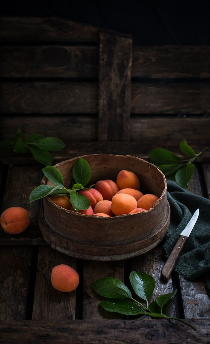 Apricots - my summer favourite fruit . Love it! Aprikoser .